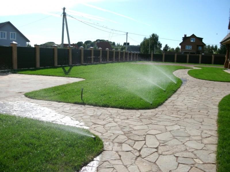 Система полива на загородном участке в Жебреях